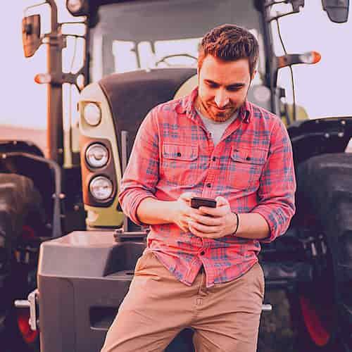 les usages du mobile. Agriculteur sur internet